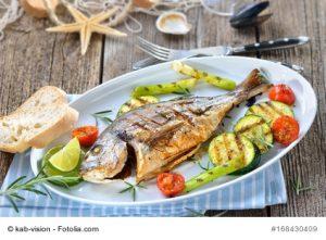 Fisch angerichtet mit Grillgemüse