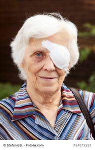 Dame mit Augenbinde