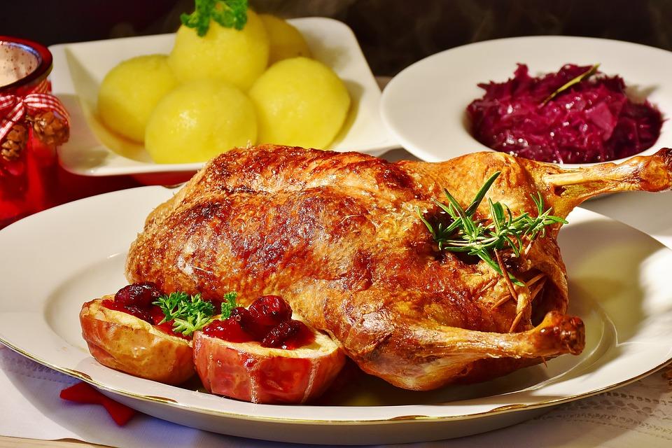 Huhn mit Rotkraut und Klößen