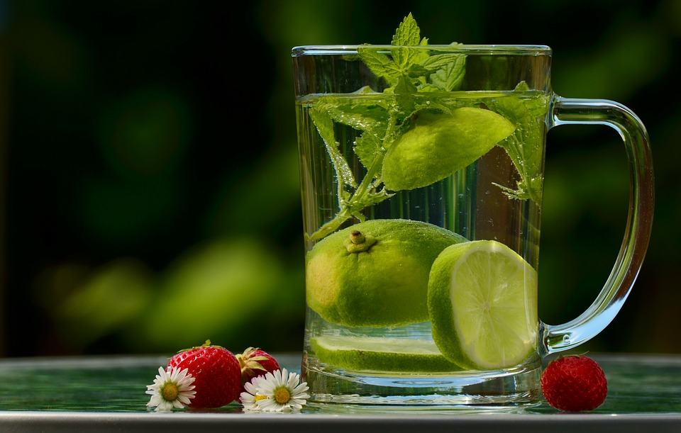 Erfrischungsgetränk mit Melisse