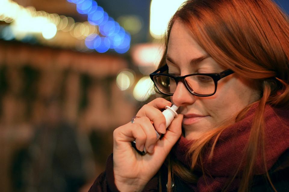 Bei verstopfter Nase helfen Nasensprays
