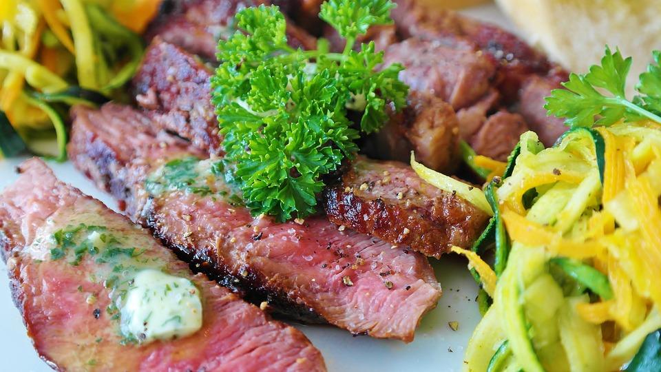 In Fleisch sind viele B-Vitamine enthalten