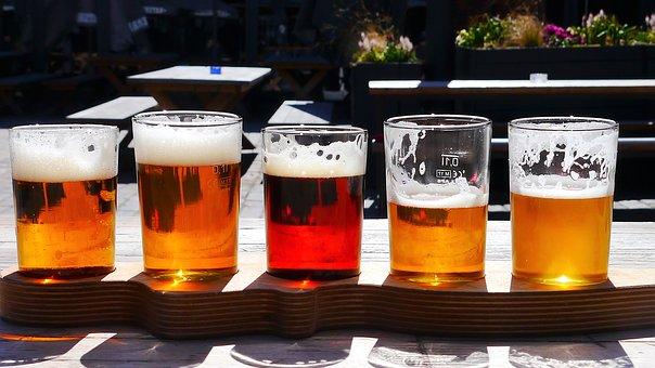 verschiedene Biere