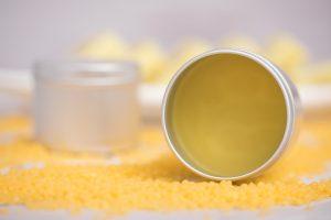Wärmesalbe aus Bienenwachs und Olivenöl