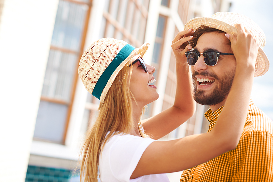 Sonnenbrille und Sonnenhut