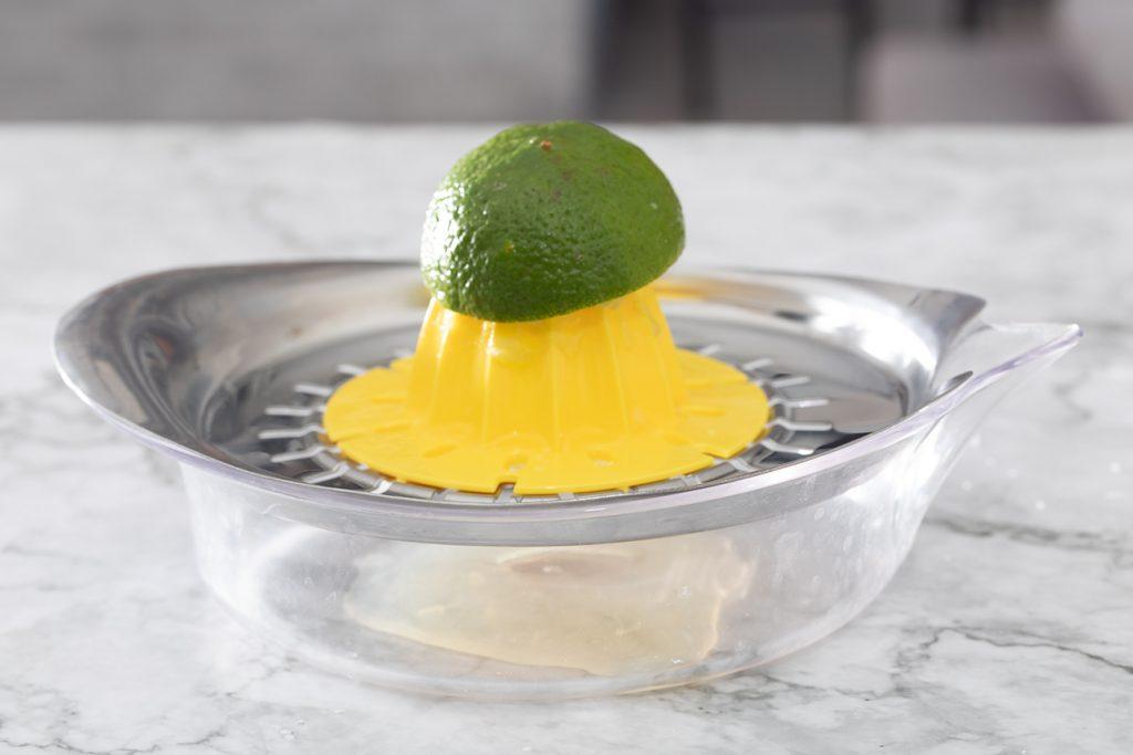 Limette auspressen